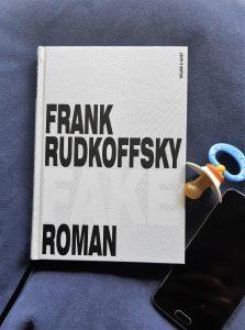 Frank Rudkoffsky, Fake; Foto Belegexemplar, Korrektorat; Smartphone, Schnuller