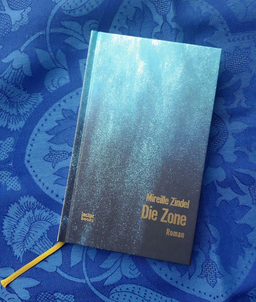 Mireille Zindel, Die Zone, Lektorat, Belegexemplar auf blauem Grund